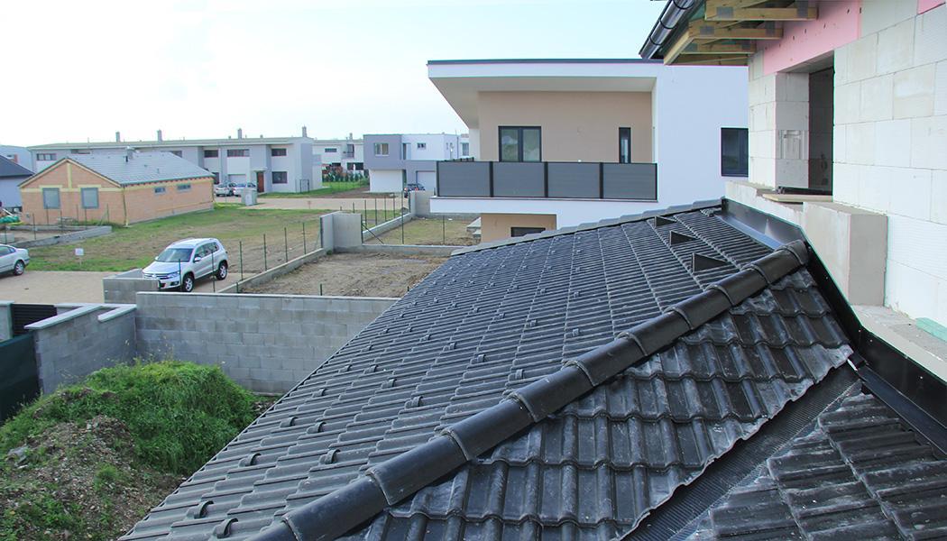 Realizácia rodinného domu pavari - Napojenie strechy na steny poschodia