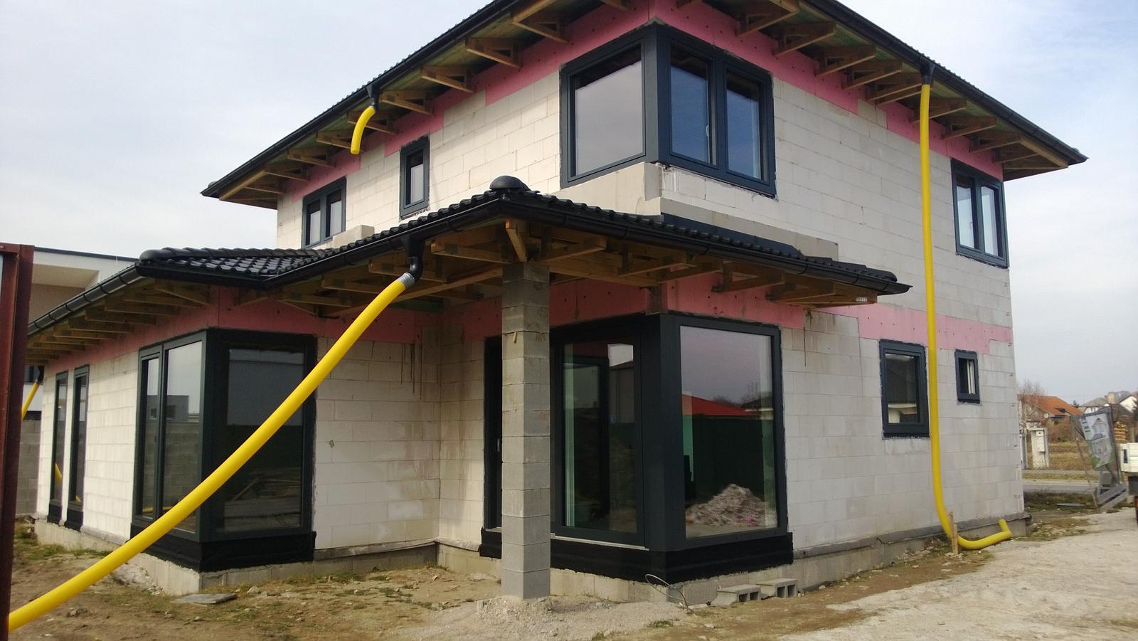 Realizácia rodinného domu pavari - Namontované výplne otvorov