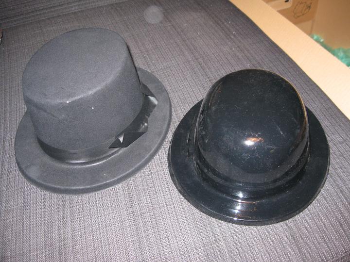 To, co je už doma - klobouk a buřinka do fotobudky