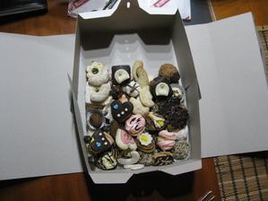 zkouška výslužky - ještě přidáme 4 leknínky, 3 koláčky a 3 mini kremrole... Je to moc pěkné...