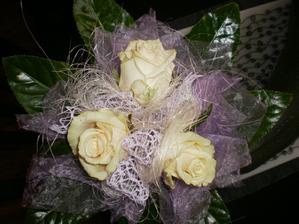 kytička pro moji sestřičku svědkyni, taky krásná, jednoduchá a krásná :)