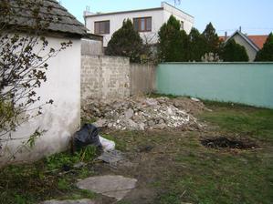 táto kôpka je z 2 miestností :) odpad z priečky, palachu, omietky a betónová podlaha a to čo bolo pod nou