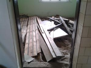 drevena podlaha v prednej izbe