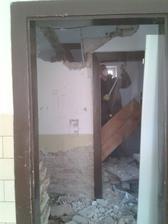 ide dole dalšia stena nech vznikne kuchynka :)