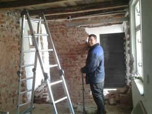 stena pojde nakoniec predsa len dole a bude stena zo sadrokartónu :)
