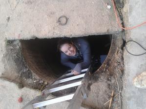 skúška studne :) chceli sme vediet ako je hlboka,  máme  1,1 m vody