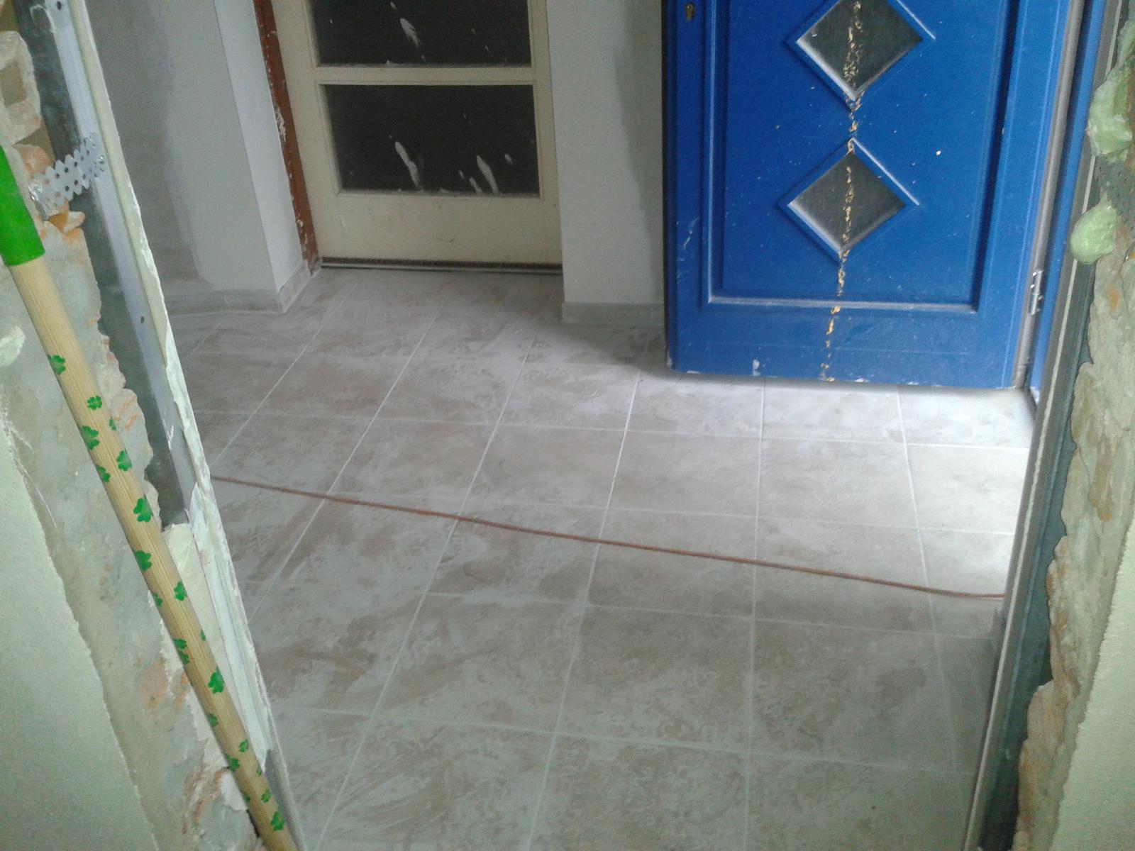 Budujeme domov :) - dlažba a steny su koooonečne hotové :-)