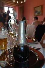 V hotelu nebyl problem si dodat vlastni vino!