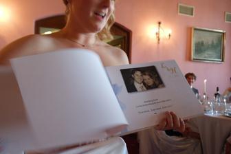 Nejkrasnejsi darek - vsichni hoste museli napsat, jak nas poznali, rady do manzelstvi a prani...