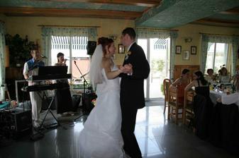 1. tanec, vzadu Duo Alex