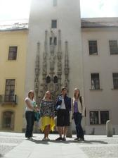 Anetka, Peta, Sarka a Terka pred brnenskou radnici :-)
