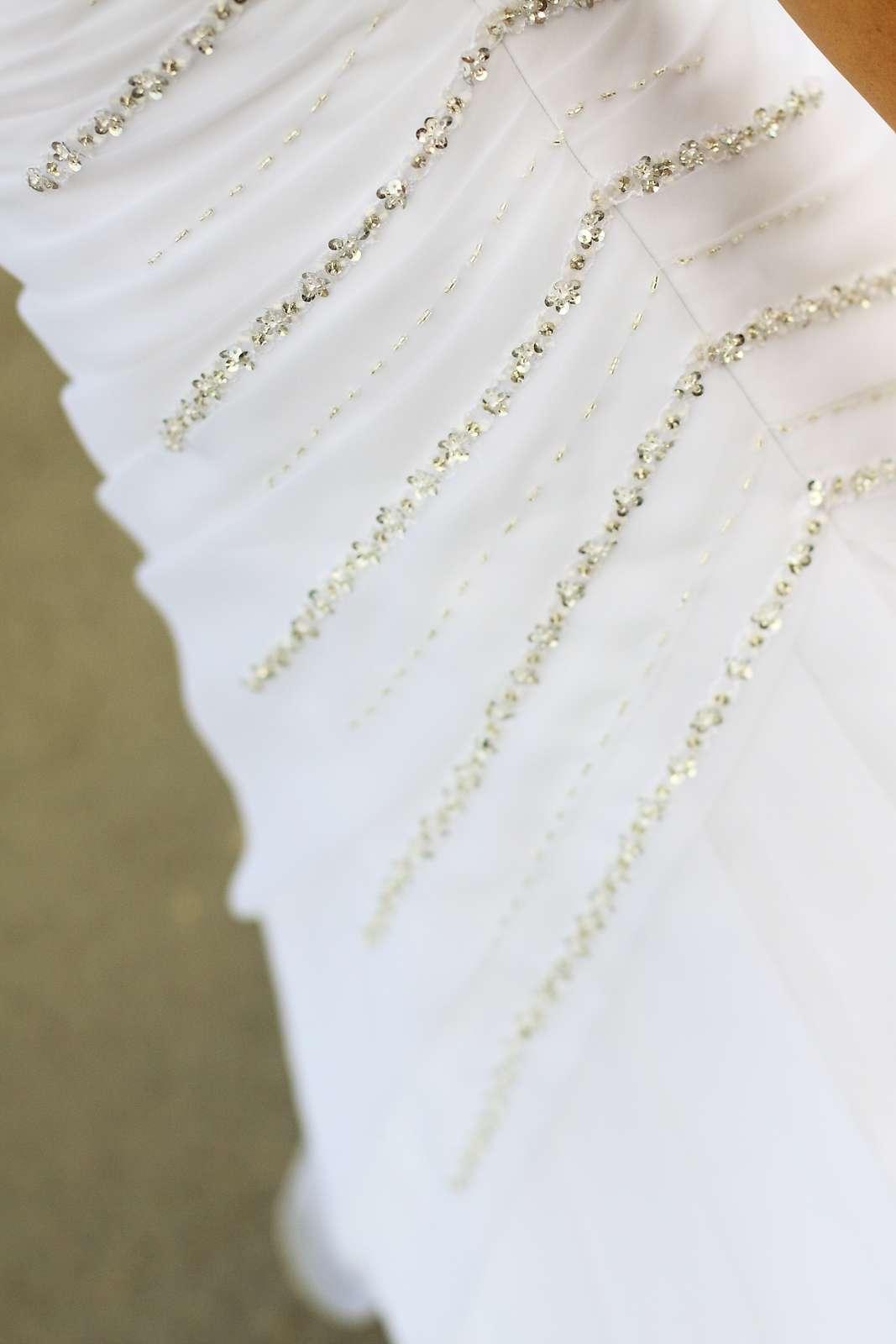 Jednoduché pekné svadobné šaty - Obrázok č. 1