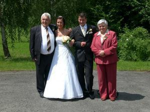 s babičkou a dědou nevěsty