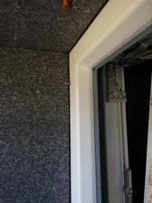 Detail napojenia EPS na rám okna.