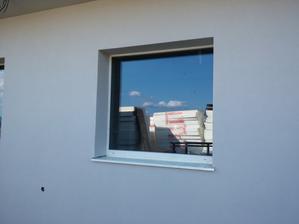 Fasáda a ostenia v prípade fixného okna.