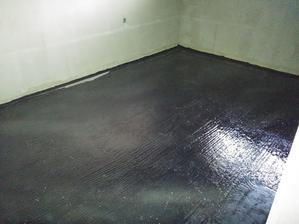 Betón sa natrel asfaltovým penetračným lakom DenBit BR-ALP