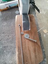 Zloženie úchytu SDK konštrukcie: drôt s okom 250 mm, skrutka 5x50 mm, podložka pod nity 3,5 mm, podložka karosárska 5,5x30 mm, skrutkotesný butyl.