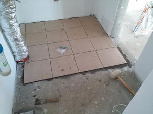 Dlažba v technickej miestnosti. Formát 32 x 32 cm 4,5 eur / m2.
