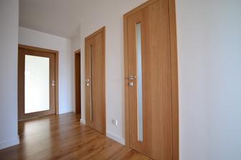 Inetriérové dvere.