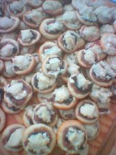 A pečení koláčků začíná :-).