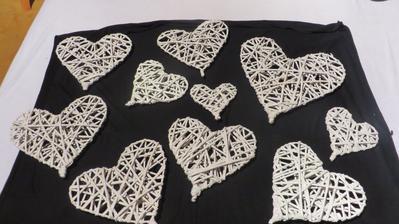 papírové pleteníčko vyjde to levněji než ty dřevěné a efekt po nabarvení bude stejný zatím jen část další se dodělají