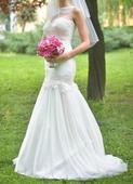 Elegantní svatební šaty zdobené krajkou, 36