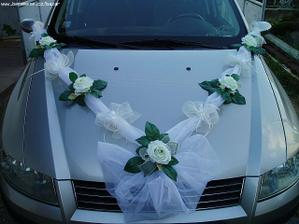 tuhle dekoraci budu mít na autě...jen růžičky budou světle růžové