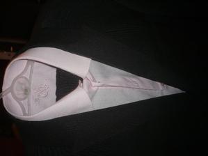 ženichova růžová košile v obleku