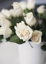 Vyhrály to růže! :) Bílé pro drůžičky...