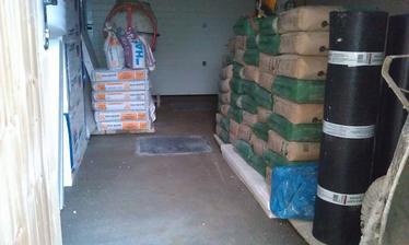 garaž už má podlahu z betonu
