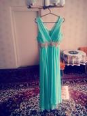 Dlhé bledozelené antické šaty, 38
