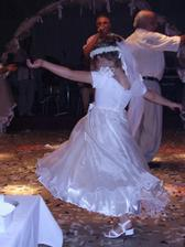 sestricka tancuje