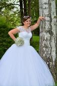 Svadobné šaty s veľkou princeznovskou sukňou, 44