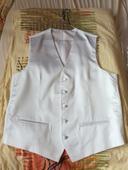Biela saténová vesta, 52