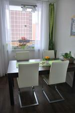 konečně máme stůl a židle