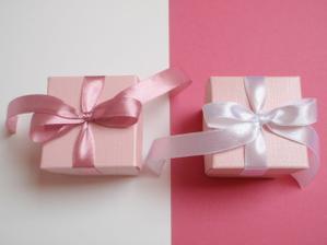 darčeky pre hostí - budú v nich mandle v cukre