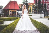 Svadobné šaty s čipkou, 44