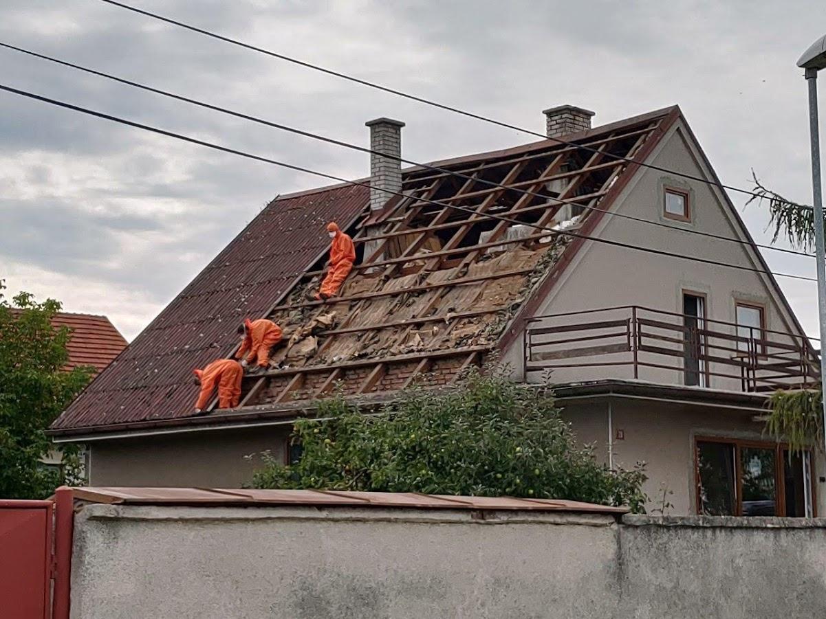 Starosti se střechou - Firma na sundání eternitu, za jeden den hotovo
