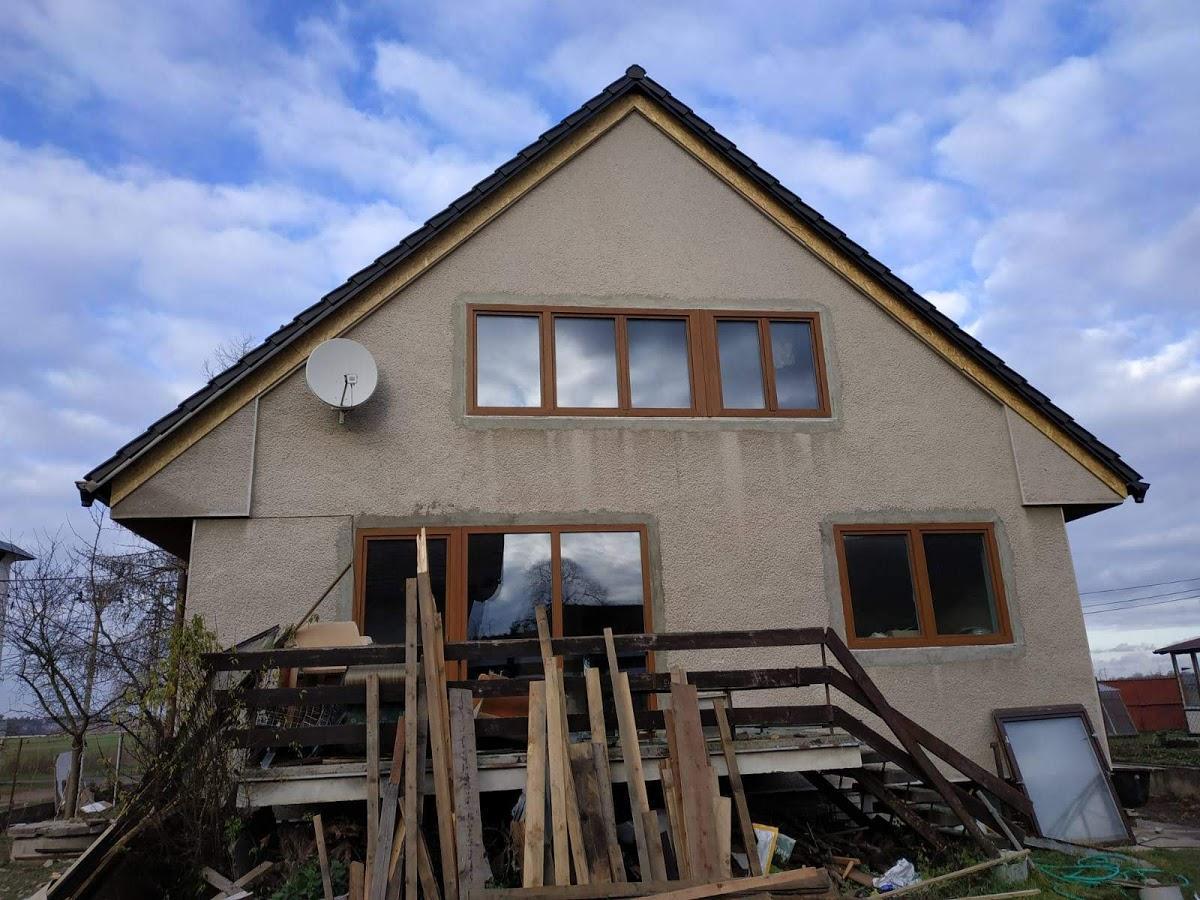 Střecha je konečně hotová - pohled ze zahrady