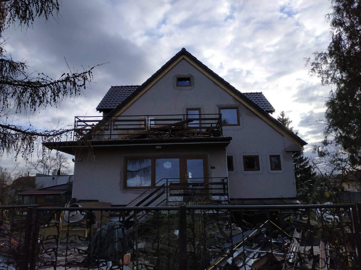 Střecha je konečně hotová - pohled zepředu