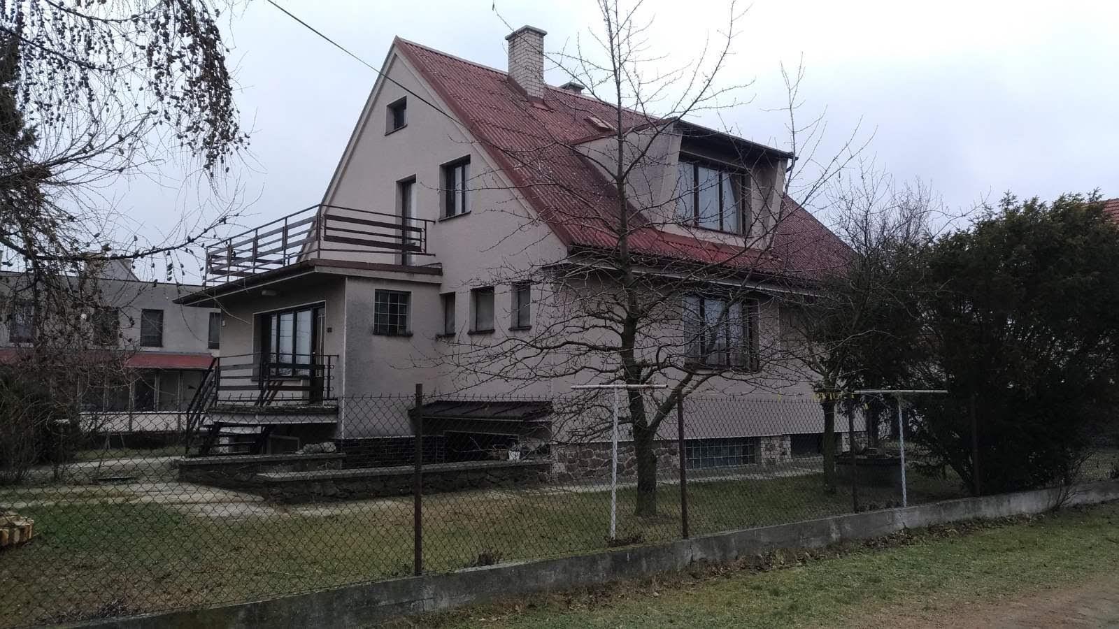 Střecha je konečně hotová - původní stav před výměnou oken a střechy