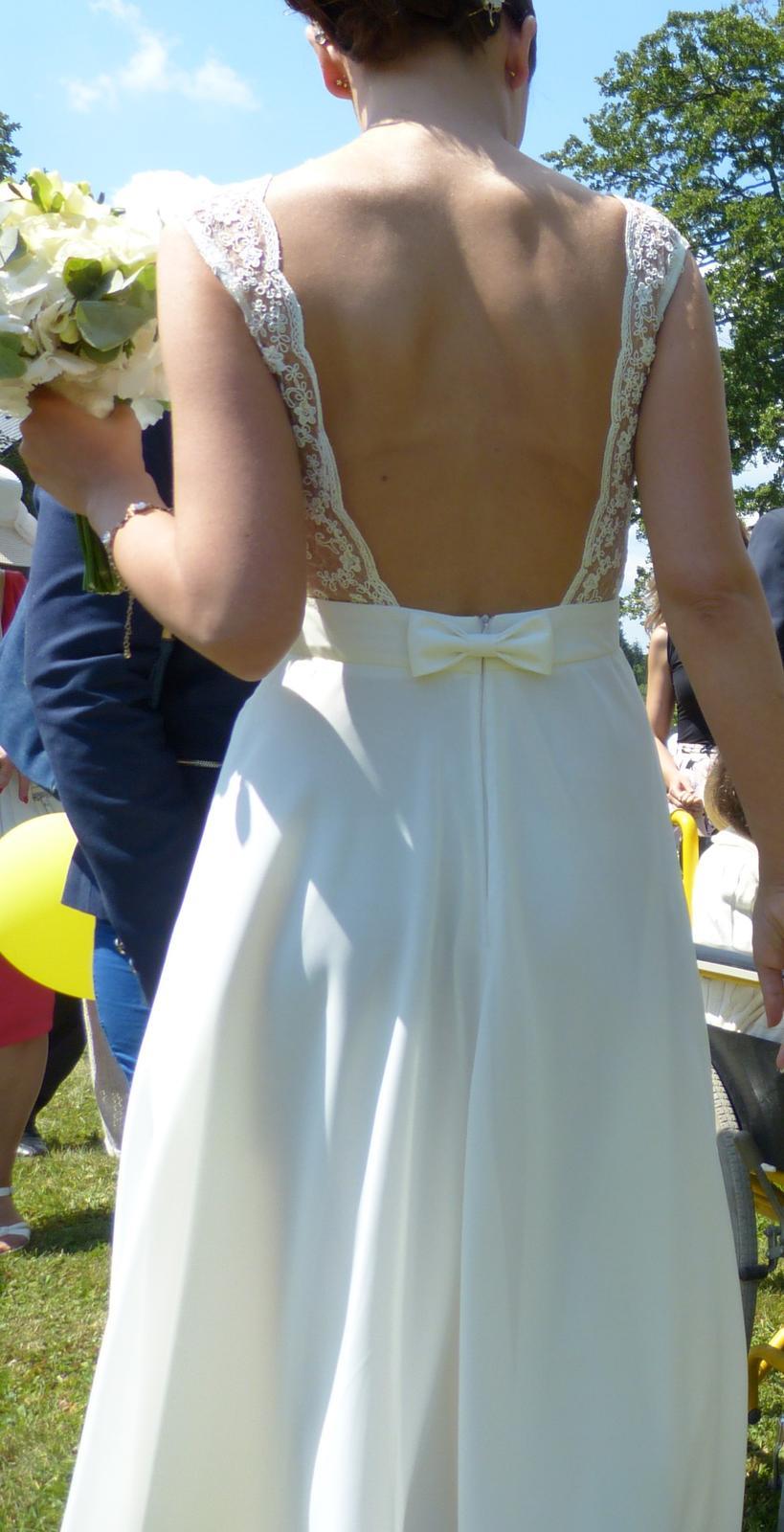 Smetanové svatební šaty s holými zády - Obrázek č. 1