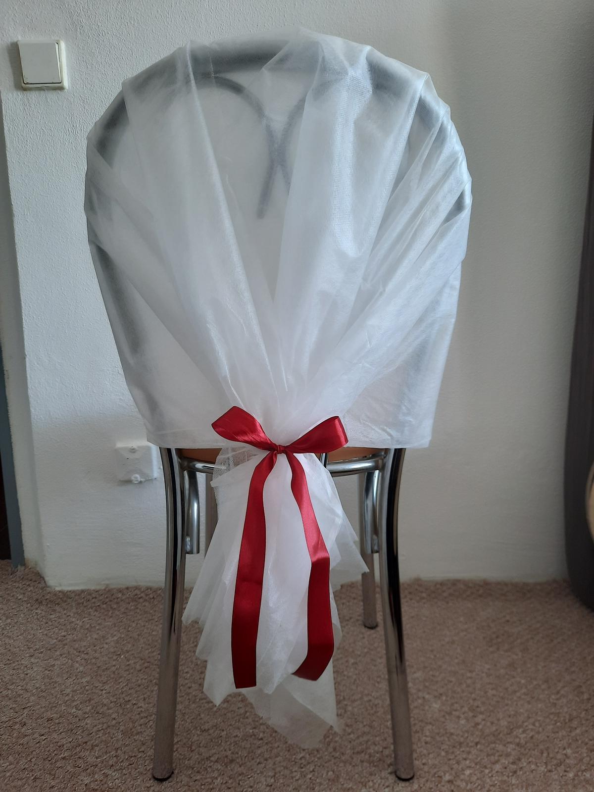 Potahy na židle z netkané textilie s mašlemi - Obrázek č. 1