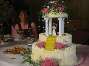 Tak takovýhle svatební dortíky peče Jarouškova mamka (kráááása). no co vy na to???psst: je to ta paní vzadu, ale psst :-)