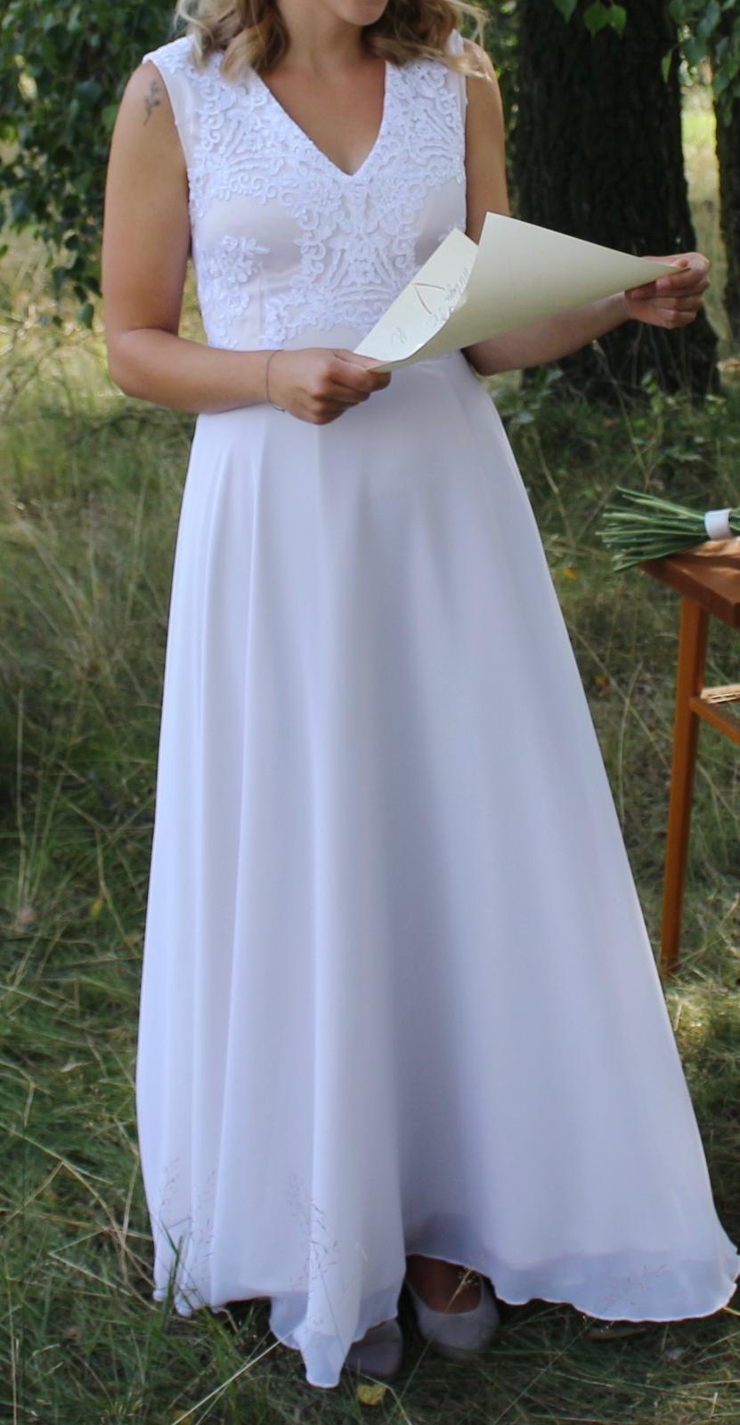 Svatební šaty s vlečkou - Obrázek č. 1