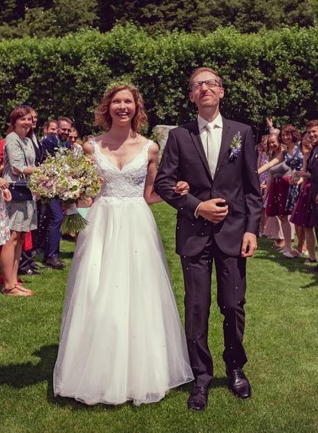 Svatební šaty s holými zády od návrhářského dua Kabelková a Oplocká - Obrázek č. 1