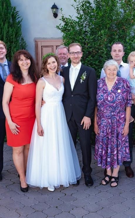 Svatební šaty s holými zády od návrhářského dua Kabelková a Oplocká - Obrázek č. 3
