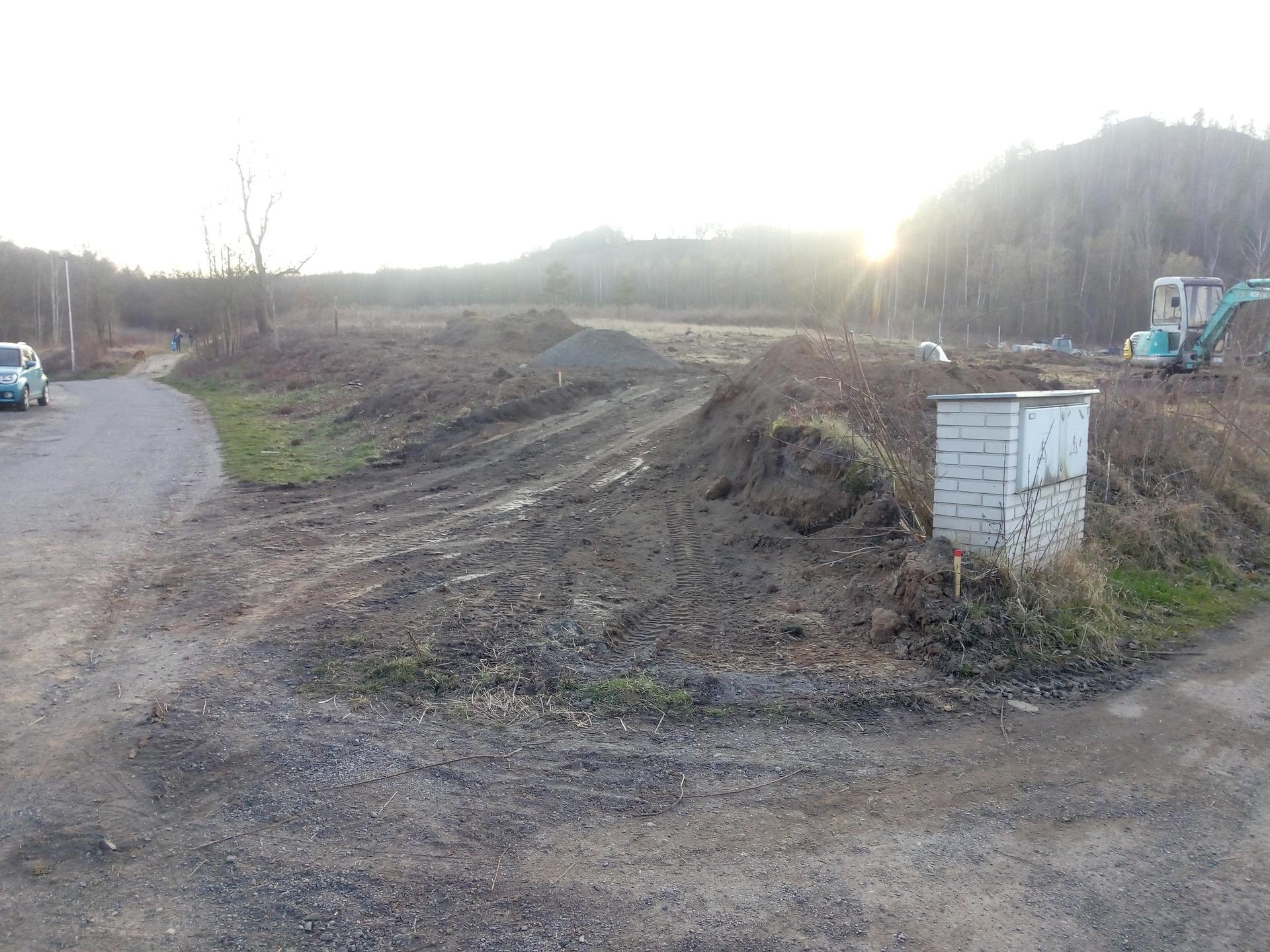 Příprava pozemku, bednění, základy, opěrka, bouda, plot - Obrázek č. 45