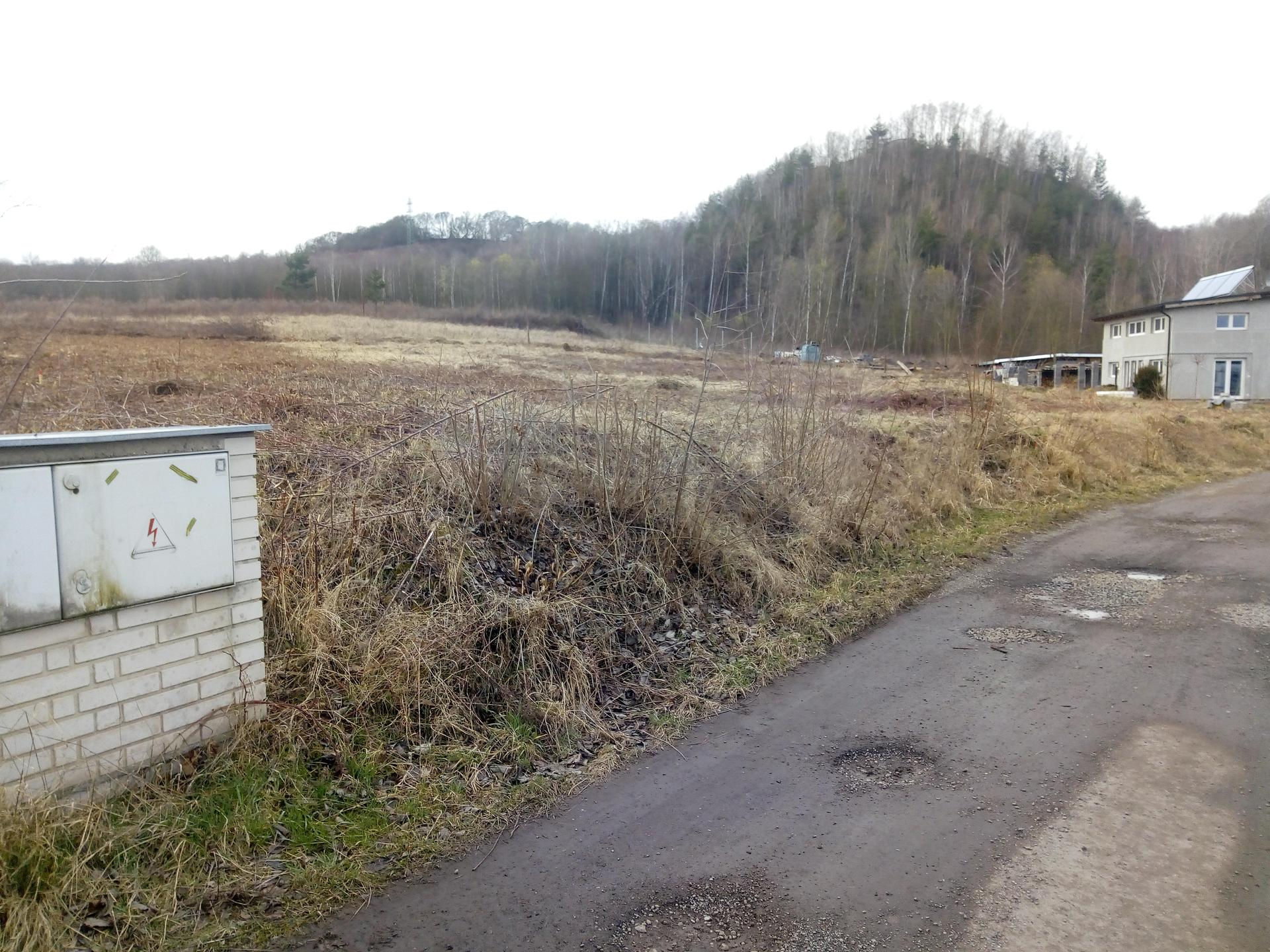 Příprava pozemku, bednění, základy, opěrka, bouda, plot - Obrázek č. 58