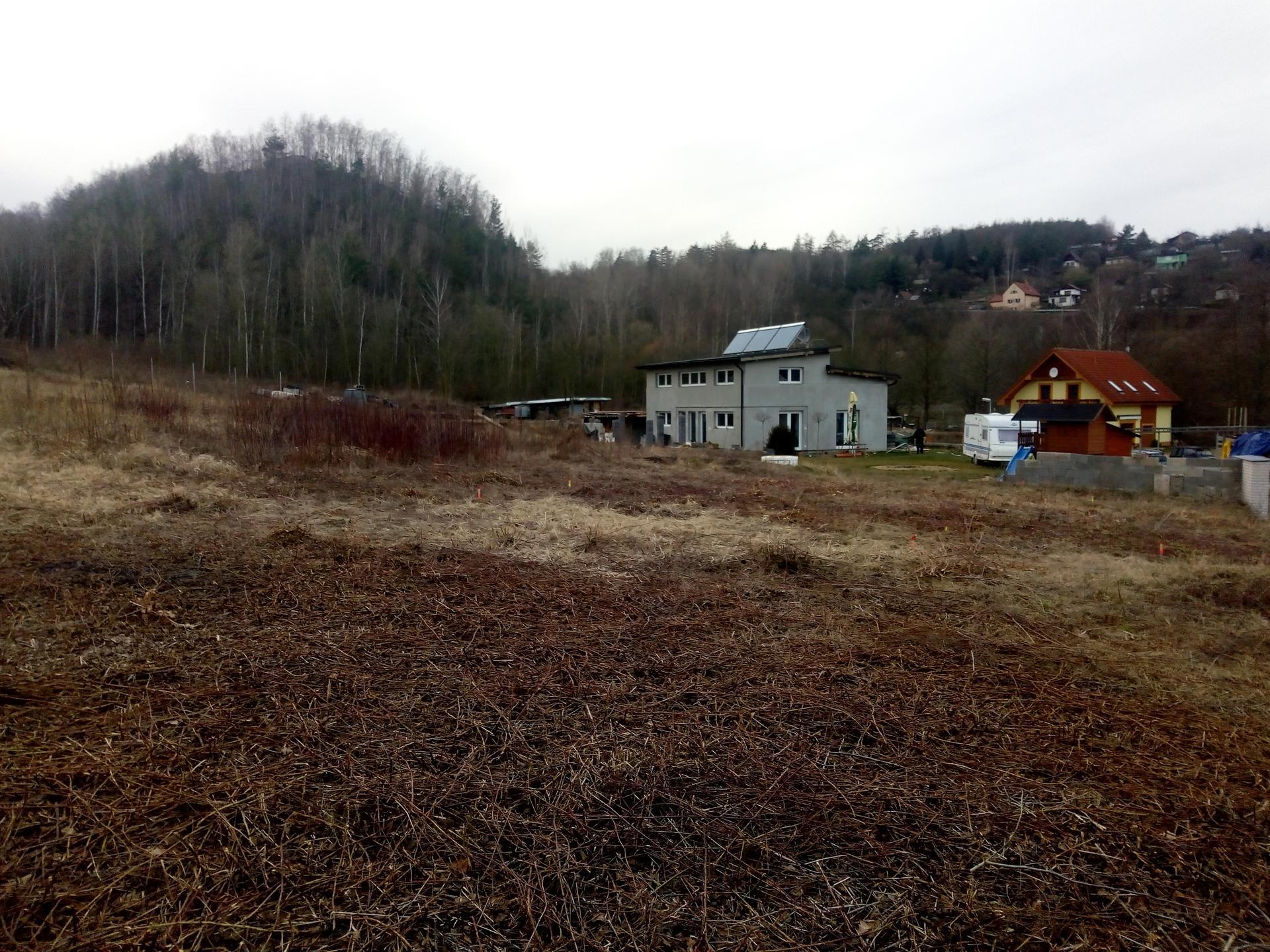 Příprava pozemku, bednění, základy, opěrka, bouda, plot - Obrázek č. 26